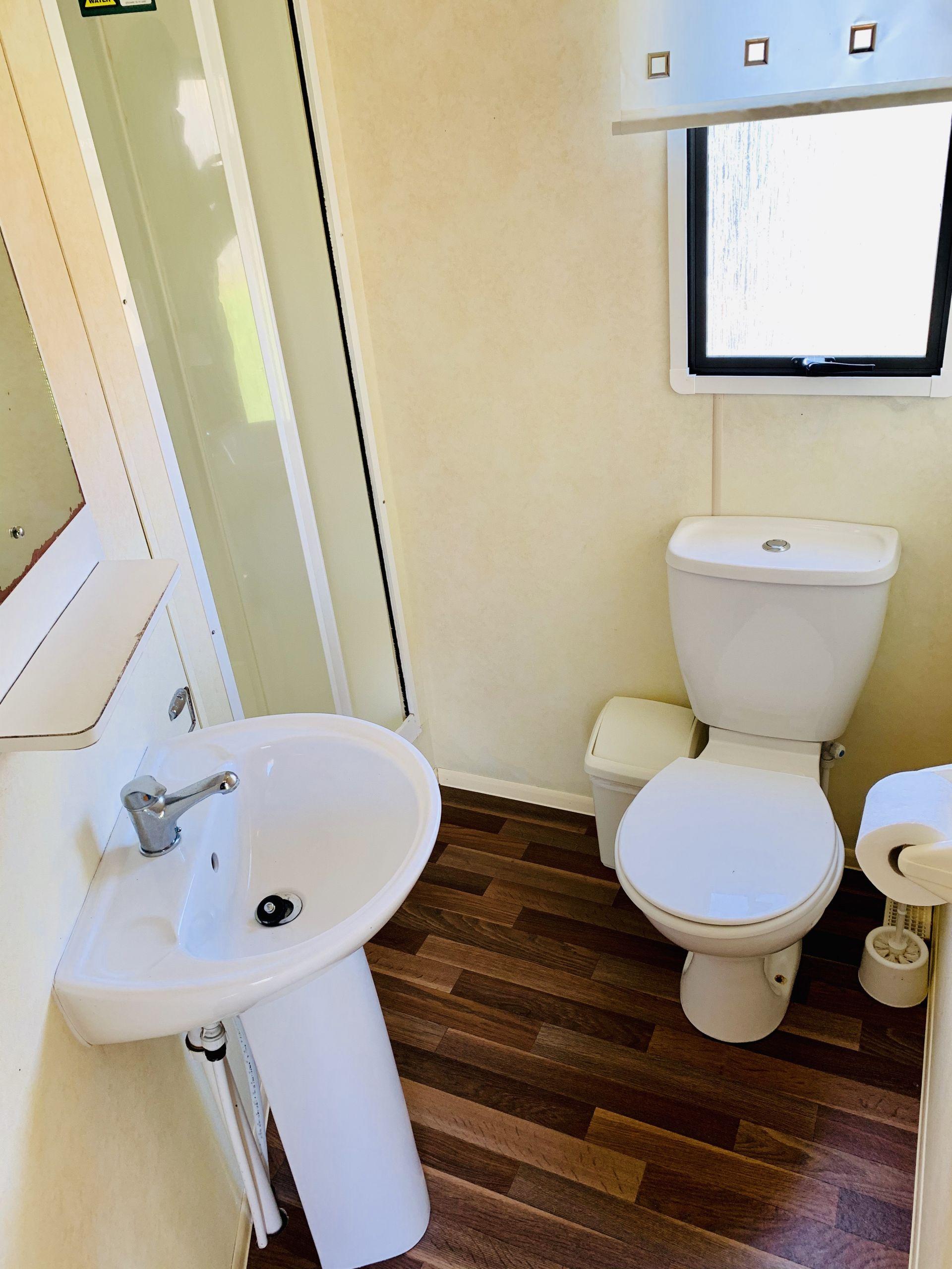 Lamorna hoilday home. toilet , Roselands caravan park St Just